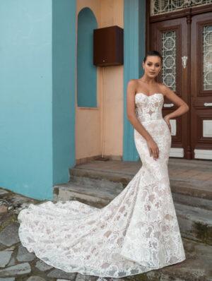 Model wearing Juliet-Bridal-Gown-by-Ari-Villoso