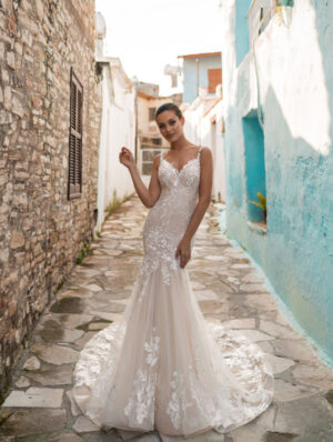 Model wearing Sheryl-Bridal-Gown-by-Ari-Villoso