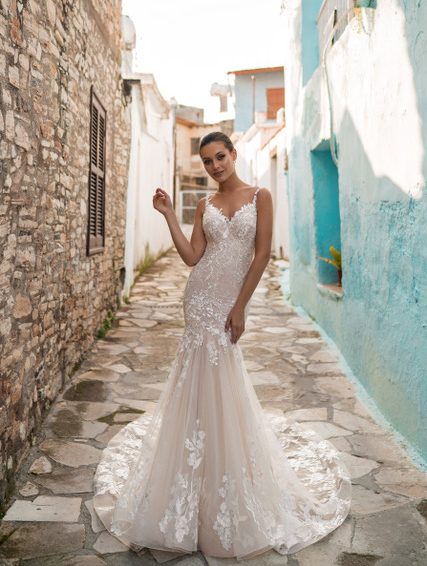 Model wearing Sheryl-Bridal-Gown-by-Ari-Villoso